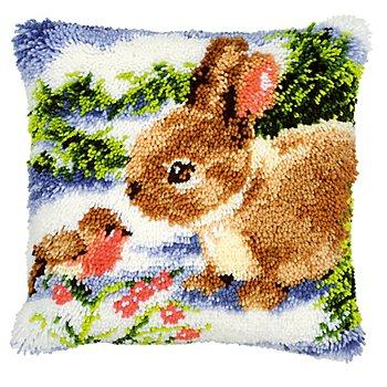 Devant de coussin au point noué 'lapin dans la neige'