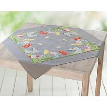 Nappe à broder 'lapin dans un champ de fleurs'